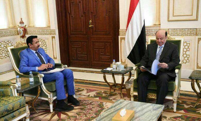 """الرئيس هادي يلتقي بمحافظ شبوة ويوجه بتسهيل إجراءات العمل في ميناء قنا """"تفاصيل اللقاء"""""""