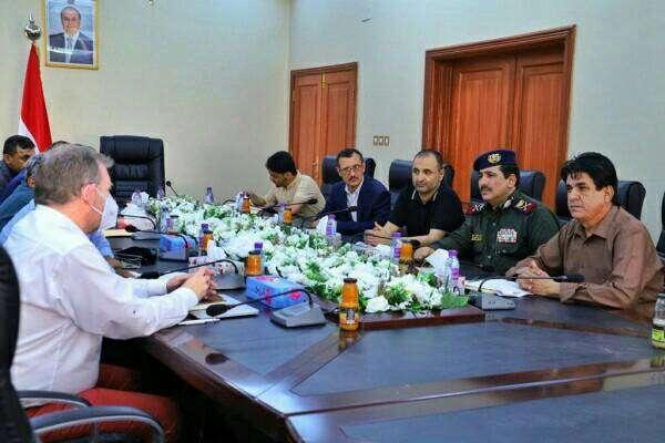 وزير الداخلية يلتقي خبير لجنة العقوبات في مجلس الأمن ويطلعه على نتائج التحقيقات في حادثة استهداف مطار عدن