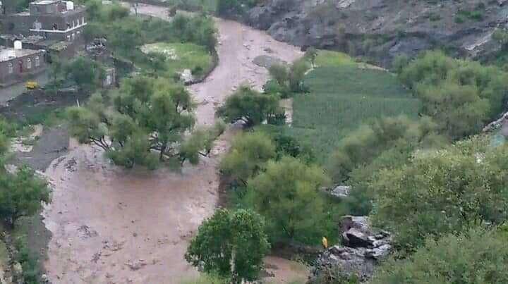 الضالع:  وفاة شاب بعد أن جرفته السيول بتورصة بمديرية الأزارق