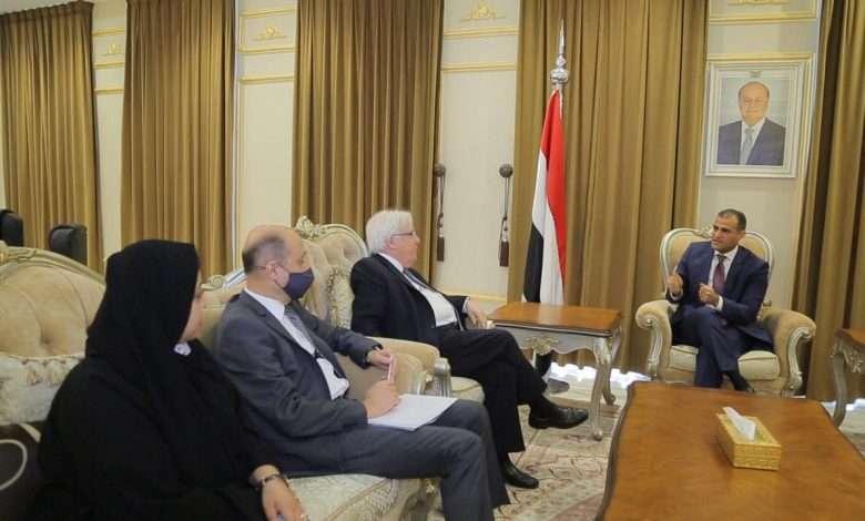 """الحكومة تطالب""""الانتقالي"""" بالانسحاب السريع من عدن وسقطرى"""